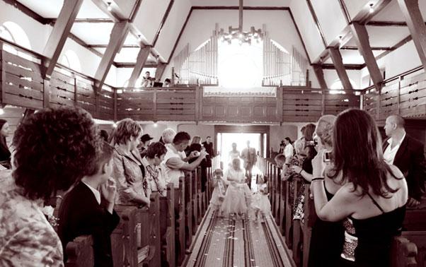 Intrare in biserica Carmen si Demi Oradea