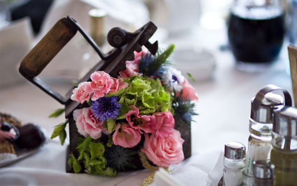 Aranjament floral in calcator antic Cami si Radu Baia Mare